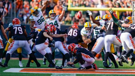 McPherson misses a field goal against the Green Bay Packers.