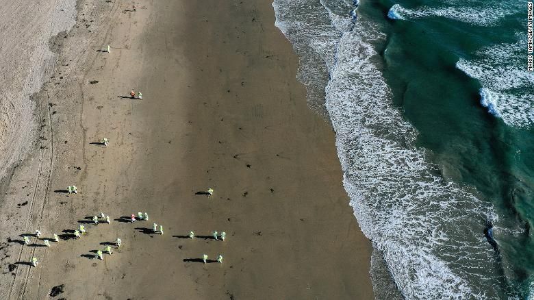 California oil spill that shut down beaches was about 25,000 gallons, well below earlier estimate