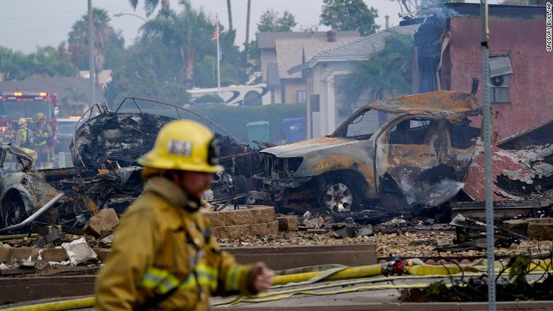 UPS driver bị máy bay đụng chết 211011175349-04-san-diego-plane-crash-1011-exlarge-169