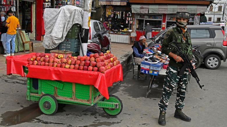 5 Indian soldiers among 7 killed in Kashmir gun battles