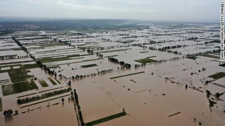 Potvyniai netoli Lianbo kaimo, Hejino mieste, Šiaurės Kinijos Šansi provincijoje, spalio 10 d.