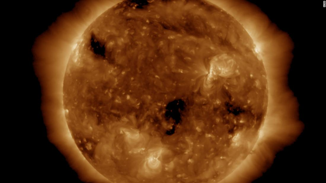 211012072949 northern lights shimmer as geomagnetic storm hits earth super tease.