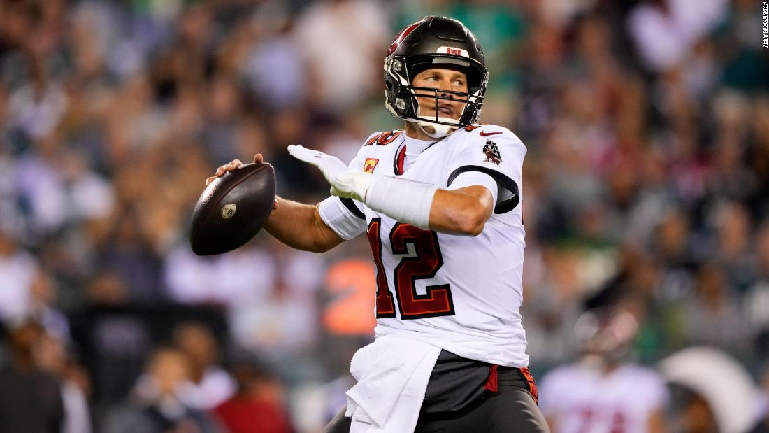 Tom Brady shrugs off thumb injury to throw two touchdowns in Bucs win over Eagles