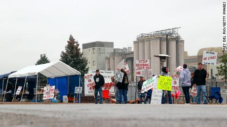 Kellogg's cereal plant workers demonstrate in front of the plant on October 7, 2021 in Battle Creek, Michigan.