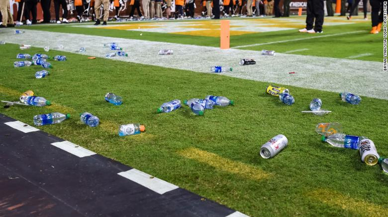 Tennessee fans throw trash onto football field in loss to Mississippi