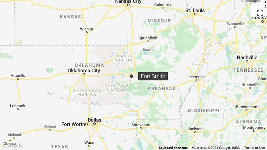 3 dead and police officer stabbed in the neck in Fort Smith, Arkansas incident