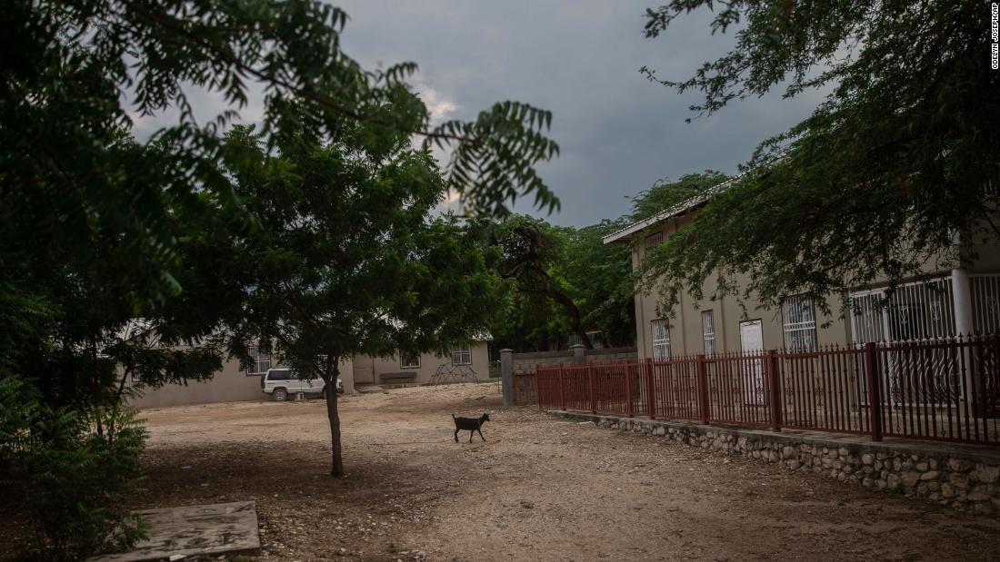 Powerful gang behind kidnapping of US missionaries in Haiti, source says