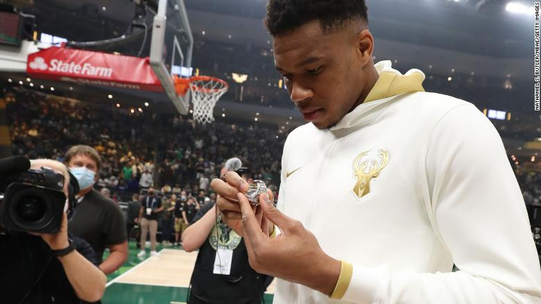 Milwaukee Bucks debut championship rings, destroy Brooklyn Nets while Steph Curry cooks LeBron James