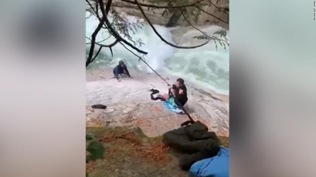 See hikers use turbans to save stranded men