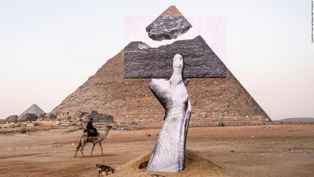 Optical illusion blows the top off the Great Pyramid