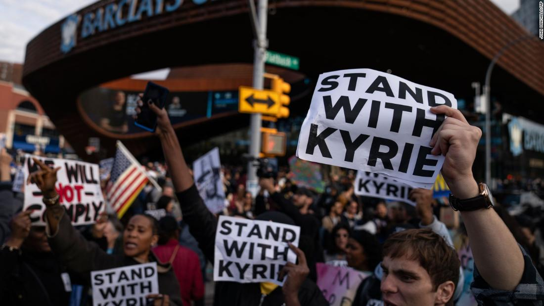 NBA: Protesters show support for Irving's vaccine stance ahead of Nets game