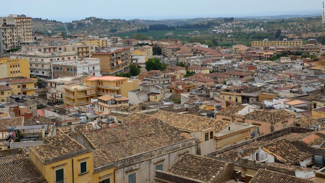 'Celebrity' golf coach Federico Alba reveals hidden life of Sicily